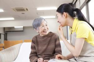 おばあちゃんと介護士
